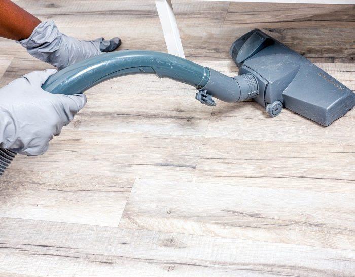Faire le ménage dans une grande maison grâce à l'aide à domicile